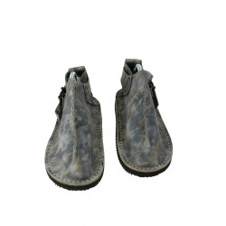 Handmade leather Vagabond shoes in gray.