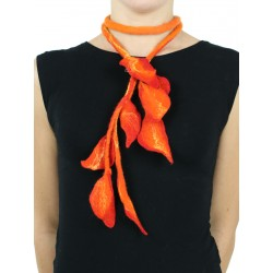 Long necklace with leaves made of Silk & Wool felt