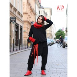 Aladdin pants made of sweatshirt fabric with decorative welts at the bottom.