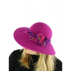 Amaranth felt hat with a wide brim, decorated with a sprig of flowers