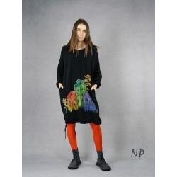 Hand-painted black oversize dress made of sweatshirt fabric.