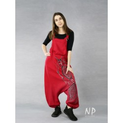 Red dungarees with lowered crotch made of natural linen.