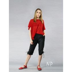 Women's knee-length trousers with a rubber belt and adjustable leg length, made of natural linen