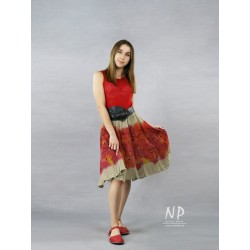Red linen dress with straps, with a flared bottom, decorated with hand-painted patterns