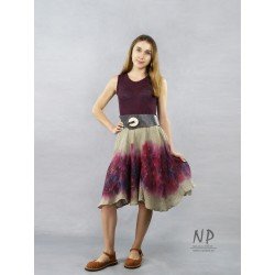 Eggplant linen dress with straps, flared bottom, decorated with hand-painted patterns