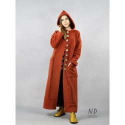 Long winter coat with an oversize hood, made of very warm steamed wool