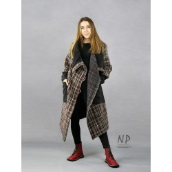 Women's oversize plaid wool coat with a large collar, asymmetrically fastened with coconut buttons