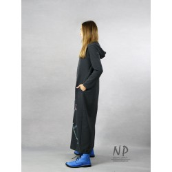 Hand-painted gray maxi dress with a hood, made of cotton knitwear