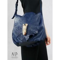 Hand-sewn navy blue medium-sized leather handbag, bag type, with an adjustable strap