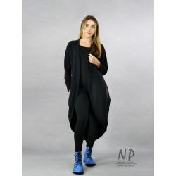 Black cardigan coat made of sweatshirt fabric.
