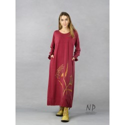 Maxi dress with wide sleeves, oversize type, decorated with hand-painted flowers.