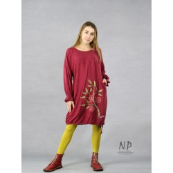 Maroon short oversize dress with wide sleeves, decorated with hand-painted ornaments.