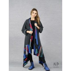 Gray long cardigan made of knitted cotton with elongated sides, decorated with colorful patchwork.